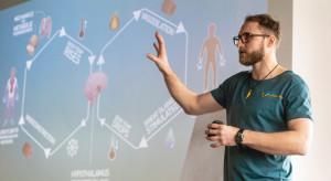 Łódź: młody lekarz testuje nowatorski sposób na opanowanie łuszczycy. To Metoda Wima Hofa