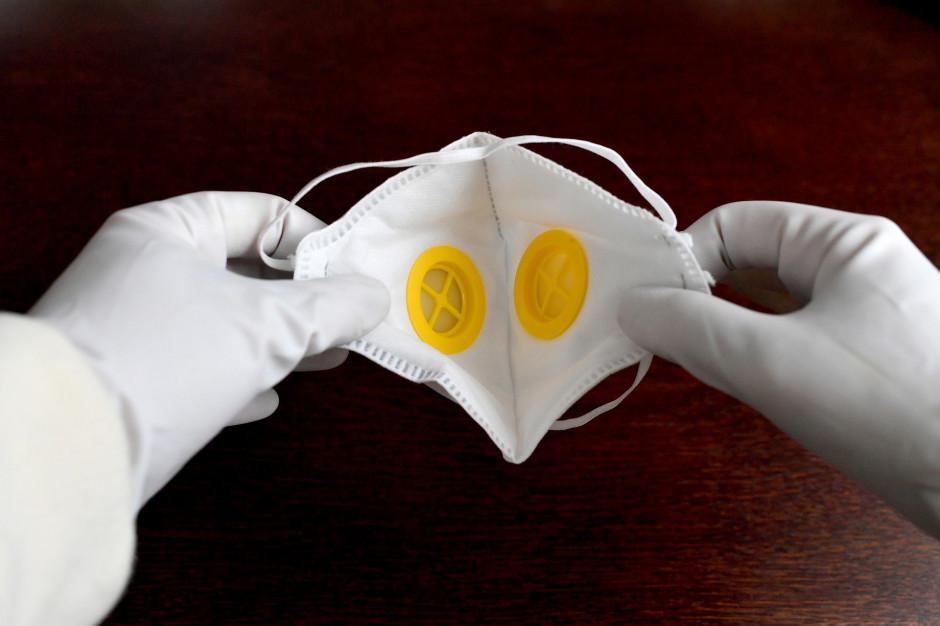 W szpitalu w Radomiu brakuje maseczek; lecznica na własną rękę zleciła ich szycie