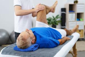 Fizjoterapeuci: państwo kiepsko im płaci, mylimy ich z rehabilitantami. Wiemy, co robią?