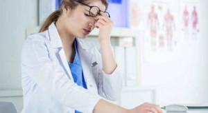 Raport: po pandemii 15 proc. lekarzy zamierza odejść z rynku pracy