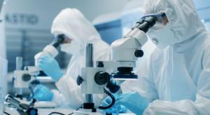 Badania chińskie: koronawirus byłwykrywany w organizmie pacjenta przez 49 dni