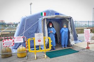 Włochy: w Lombardii ponad 4,1 tys. pracowników służby zdrowia zakaziło się SARS CoV-2