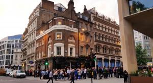 W. Brytania: 18 osób aresztowano w Londynie podczas protestu przeciw restrykcjom