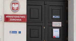 Raport MZ: liczba osób w szpitalach rośnie, w kwarantannie - spada