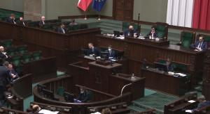 Sejm zajmuje się poprawkami Senatu do rządowych ustaw ws. zwalczania koronawirusa