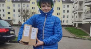 Gorzów Wielkopolski: najmłodszy drukarz przyłbic ochronnych pomaga szpitalowi