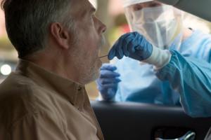 KIDL: pobieranie i transportowanie materiału do badań w kierunku SARS-CoV-2