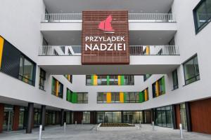 Wrocław: 9-letnia pacjentka po przeszczepie szpiku wyzdrowiała z COVID-19