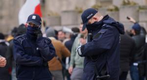 Łódzka policja kontroluje, czy pasażerowie autobusów i tramwajów noszą maseczki