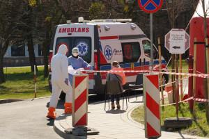 Koronawirus w krakowskich szpitalach - wstrzymane operacje i przyjęcia