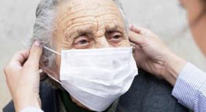 Rzecznik MZ: terminy szczepień osób w wieku 80 plus bez zmian, prościej zmienić termin medykom