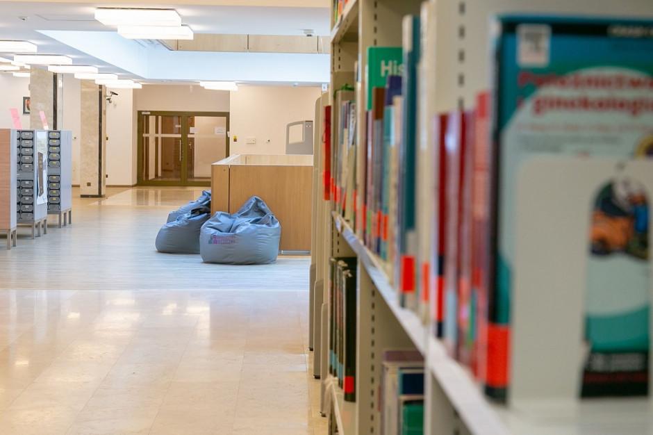 WUM otwiera dla studentów aule, wypożyczalnię i czytelnię