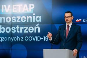 Morawiecki: od 30 maja znosimy obowiązek noszenia maseczek w przestrzeni otwartej