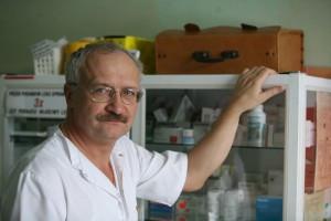 Prof. Simon zaskoczony radykalnością otwarcia życia publicznego w dobie epidemii
