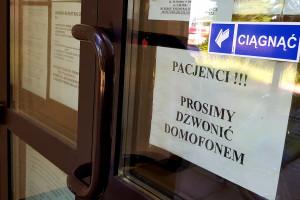 RPP: pacjenci skarżą się na brak możliwości bezpośredniej wizyty w POZ
