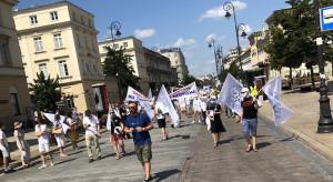 Warszawa: medycy protestują i przypominają o problemach ochrony zdrowia