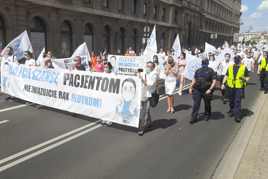 Medycy protestowali i przypominali o problemach ochrony zdrowia. Będą rozmowy z MZ?