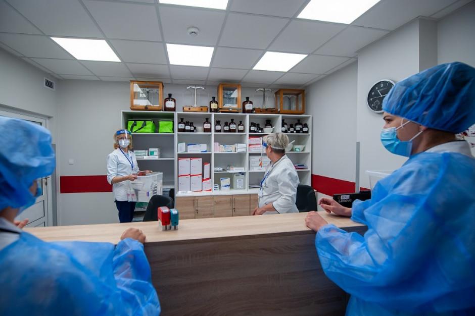 Aptekarze i farmaceuci są w grupie zero, ale nadal czekają na szczepienia