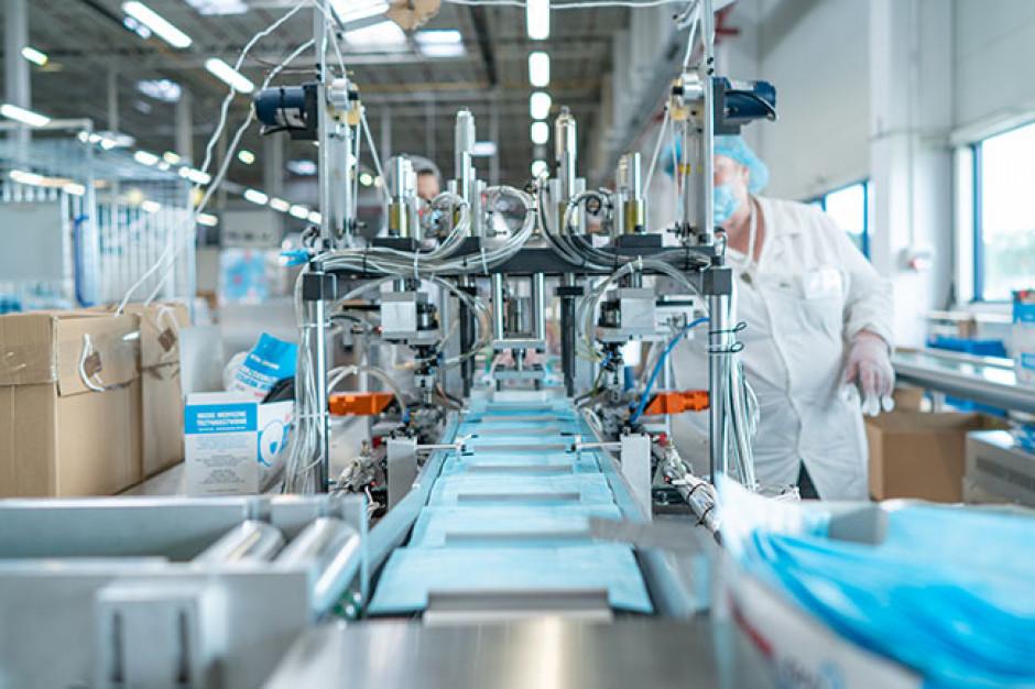 Eksperci: maseczki chirurgiczne można prać i używać pięć razy