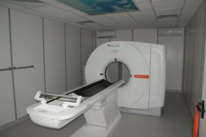 Zgierz: szpital zyskał tomograf dla chorych na COVID-19 oraz analizator - jedyny w regionie