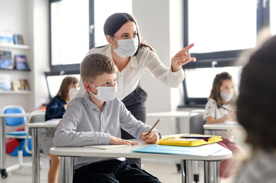 W pierwszy dzień rejestracji już 100 tys. nauczycieli zapisanych na szczepienie
