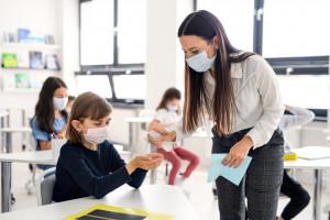 Nauczyciele mają priorytet przy szczepieniach przeciw Covid-19 - uważa WHO i UNICEF