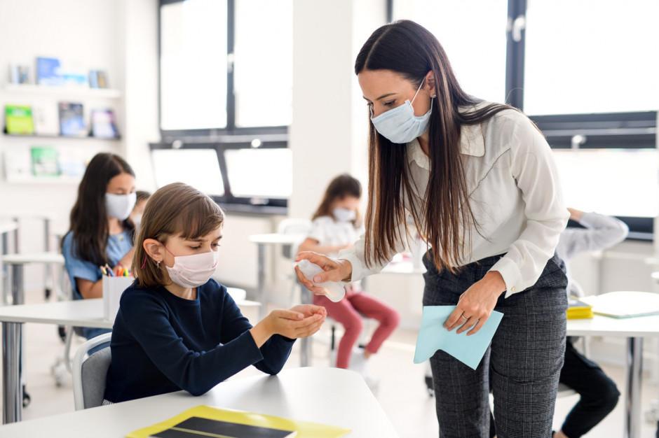 Testy przesiewowe nauczycieli: kolejny etap za nami, znamy całościowe wyniki