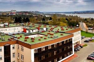 Płock: w szpitalu wojewódzkim na 84 łóżka dla zakażonych koronawirusem zajętych jest 69