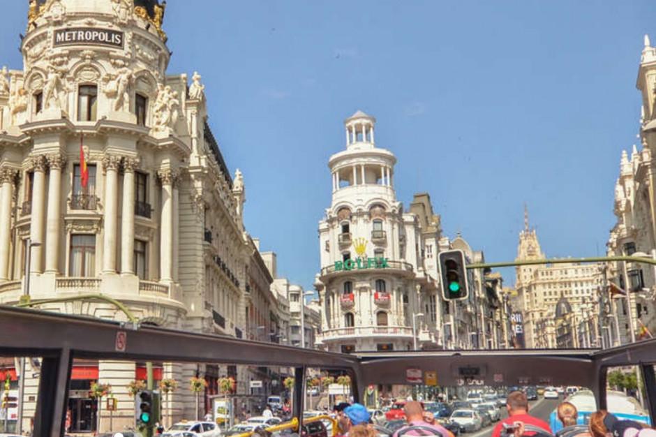 Madryt: mimo stanu alarmowego z powodu pandemii tłumy wyległy na miasto