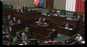 Sejm za wyłączeniem odpowiedzialności karnej, podwyższeniem pensji personelu medycznego...