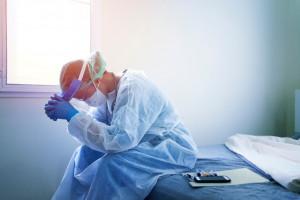 OZZL: dodatek dla lekarzy przysługuje także za pracę z pacjentami podejrzanymi o zakażenie