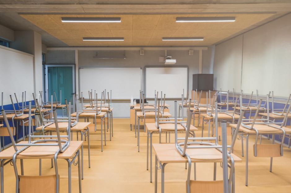 MZ: będziemy chcieli testować nauczycieli na koronawirusa, gdy kolejne klasy wrócą do szkół