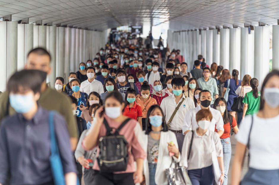 Z koronawirusem będziemy żyli jak z grypą? Jest kilka warunków