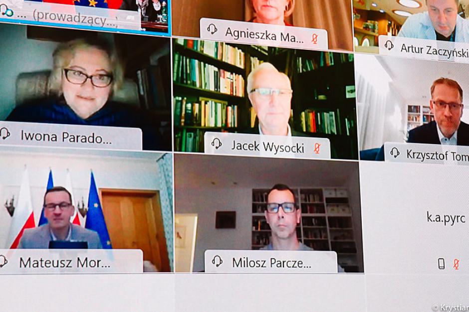 Premier przedstawił ekspertów, z którymi konsultuje działania w walce z pandemią
