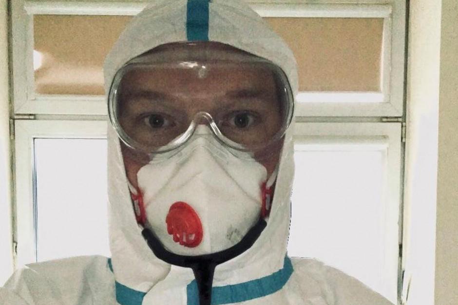 Lekarz Bartosz Fiałek, znany ze swojej aktywności medialnej ma Covid-19