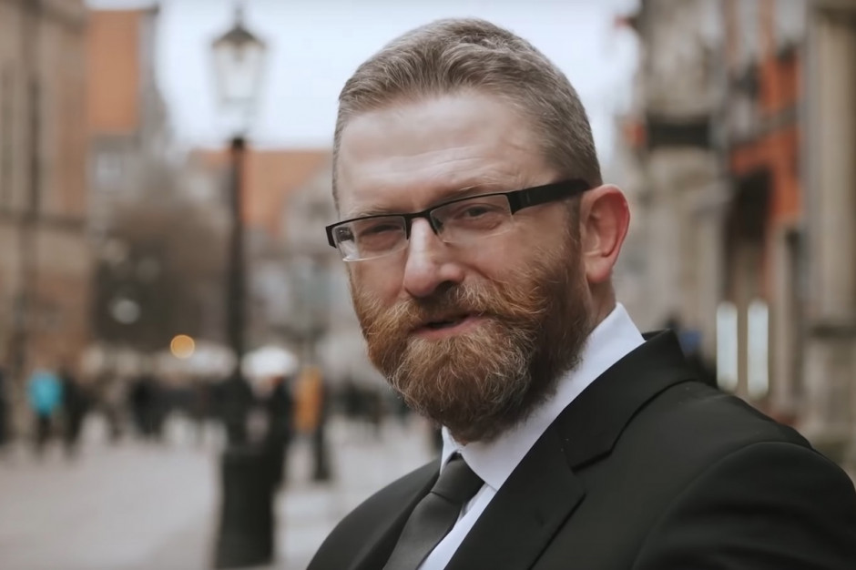 Sejm: poseł Braun został wykluczony z posiedzenia,  bo odmawiał założenia maseczki