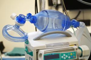 Dane MZ: wolnych około połowy łóżek covidowych i respiratorów