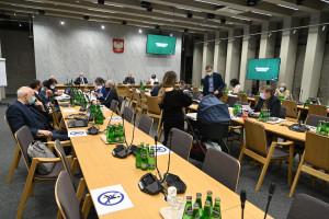 """Sejmowa Komisja Zdrowia: """"nie"""" dla senackich poprawek ws. kwalifikacji do szczepień"""
