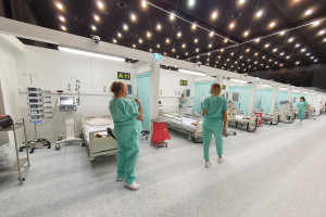 Relokacje trwają: 9 chorych ze Śląska trafiło do szpitali w Radomsku i w Kędzierzynie-Koźlu