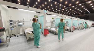 Lekarz naczelny szpitala tymczasowego: leczymy, szczepimy, trwa wyścig z czasem