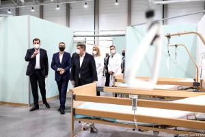 Łódź: premier wizytował gotowy już szpital rezerwowy w hali wystawienniczej