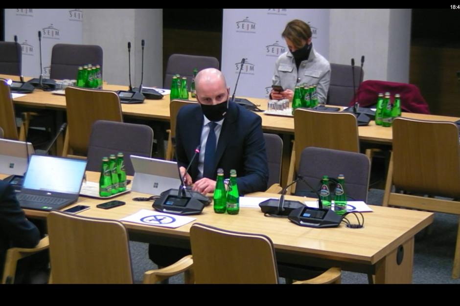 Wiceminister Gadomski: osocze ozdrowieńców nie jest lekiem ostatniej szansy, pomaga w niektórych przypadkach