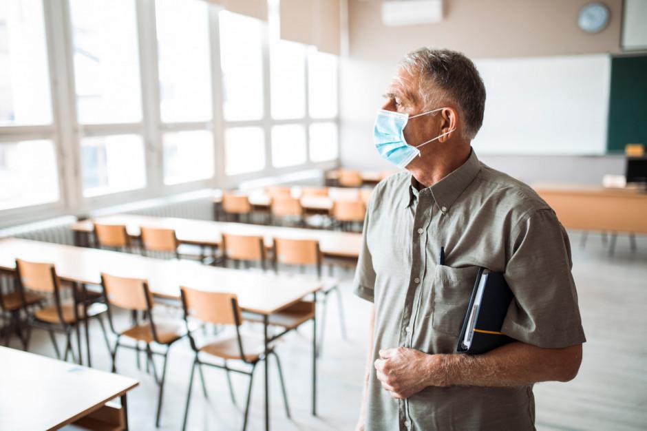 Nauczyciele mogą się rejestrować na szczepienia do piątku do końca dnia. Są i inne zmiany
