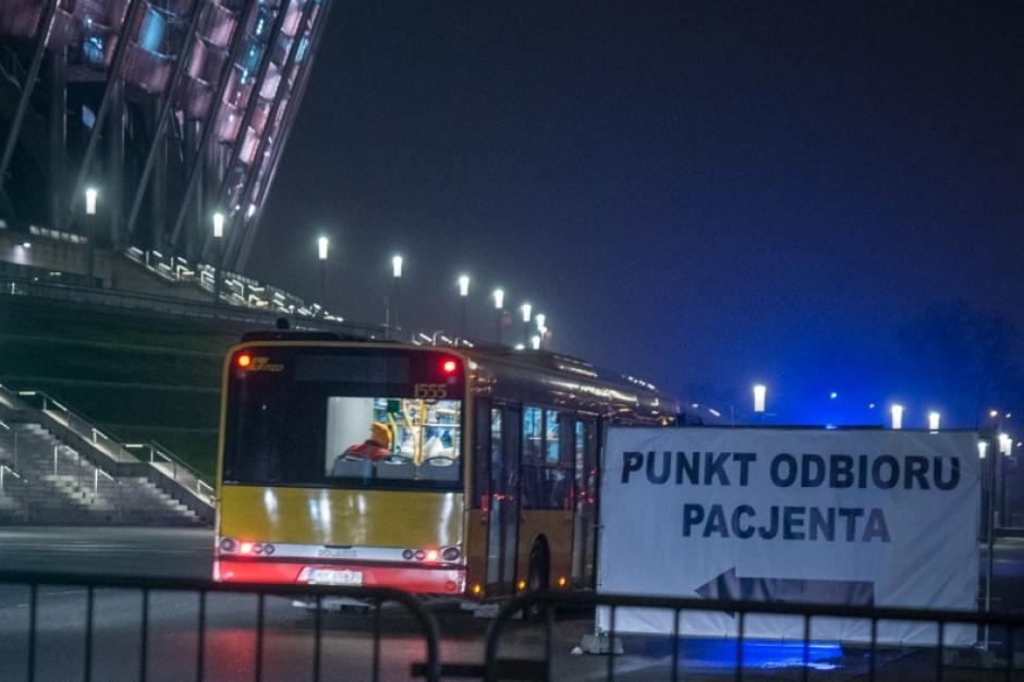 Warszawa: pacjenci zostali przewiezieni do szpitala autobusem ze stanowiskami z tlenem
