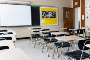 Zakażają się uczniowie i nauczyciele. Co decyduje o zawieszeniu zajęć?