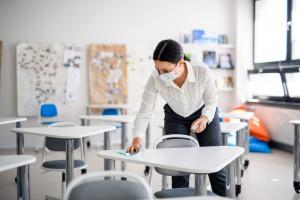 Włochy: 80 proc. pracowników szkół chce się jak najszybciej zaszczepić