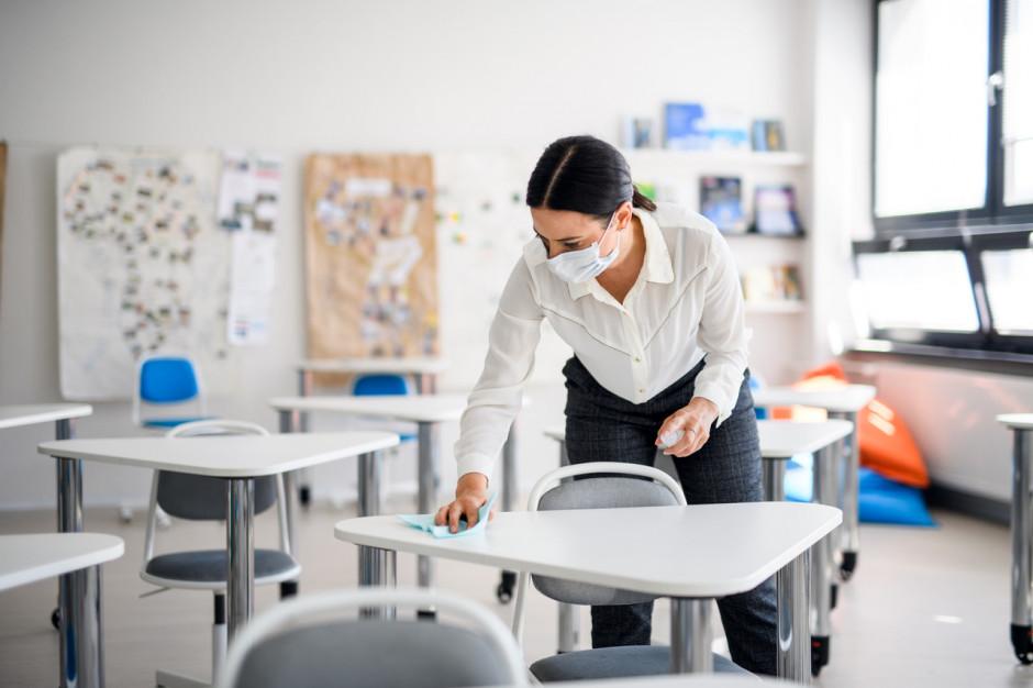 MEiN: 1133 nauczycieli przebadanych na obecność SARS-CoV-2 otrzymało pozytywny wynik