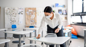 Czy powrót dzieci do szkół ponownie przyczyni się do wzrostu zakażeń? Ekspert: nie tym razem