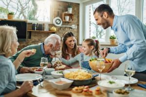 Święta, czyli jedzmy na zdrowie - także naszego uzębienia. Niestety, mamy z tym problem