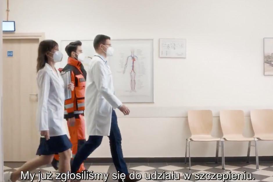 KPRM pokazała spot promujący szczepienia na COVID-19 wśród pracowników ochrony zdrowia